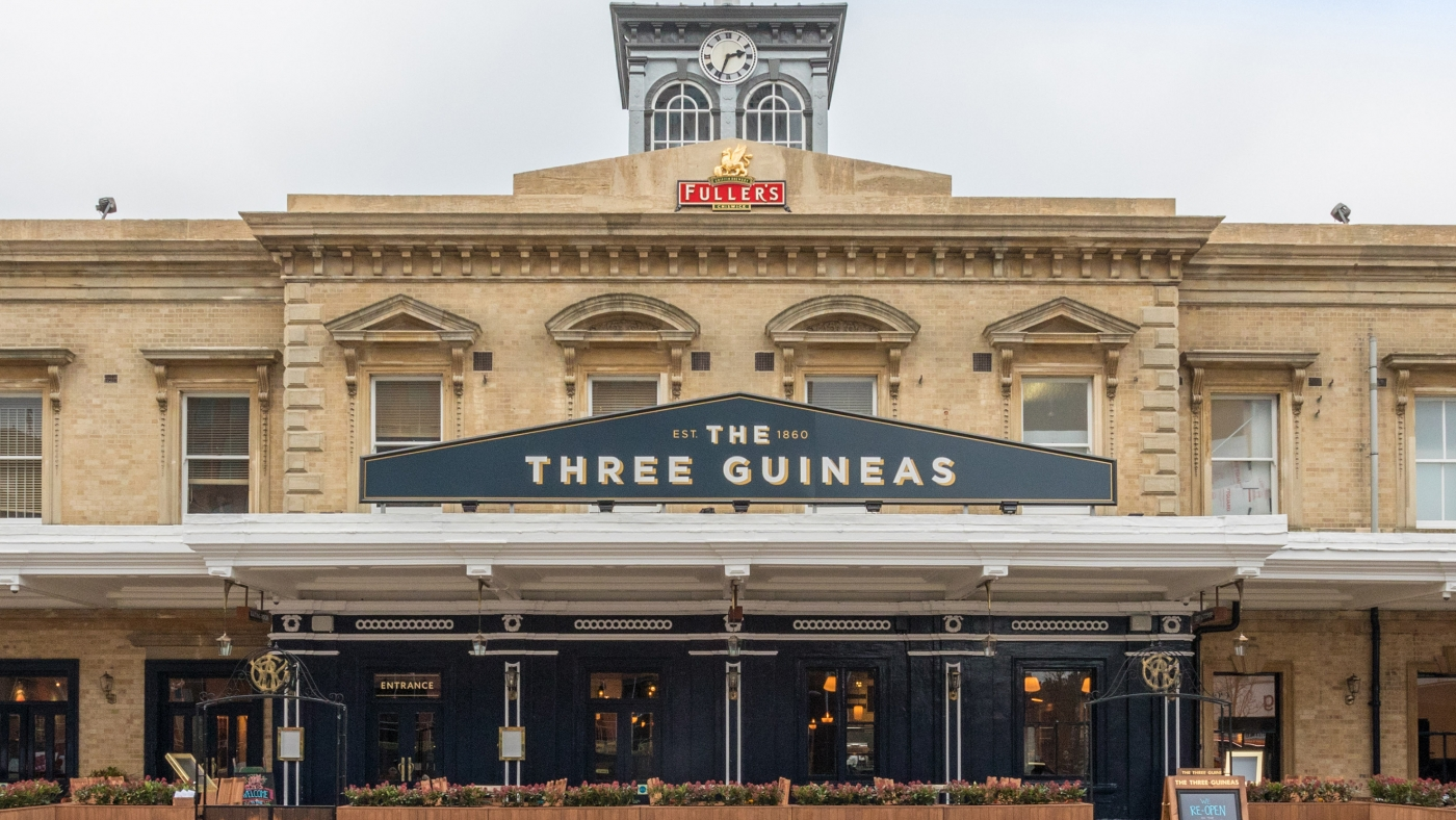 The Three Guineas, Reading